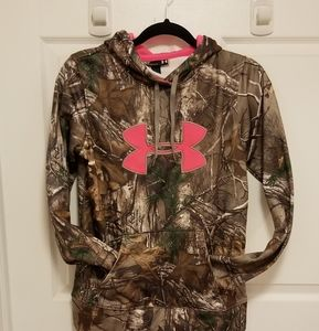 Under Armour camo hoodie.... small